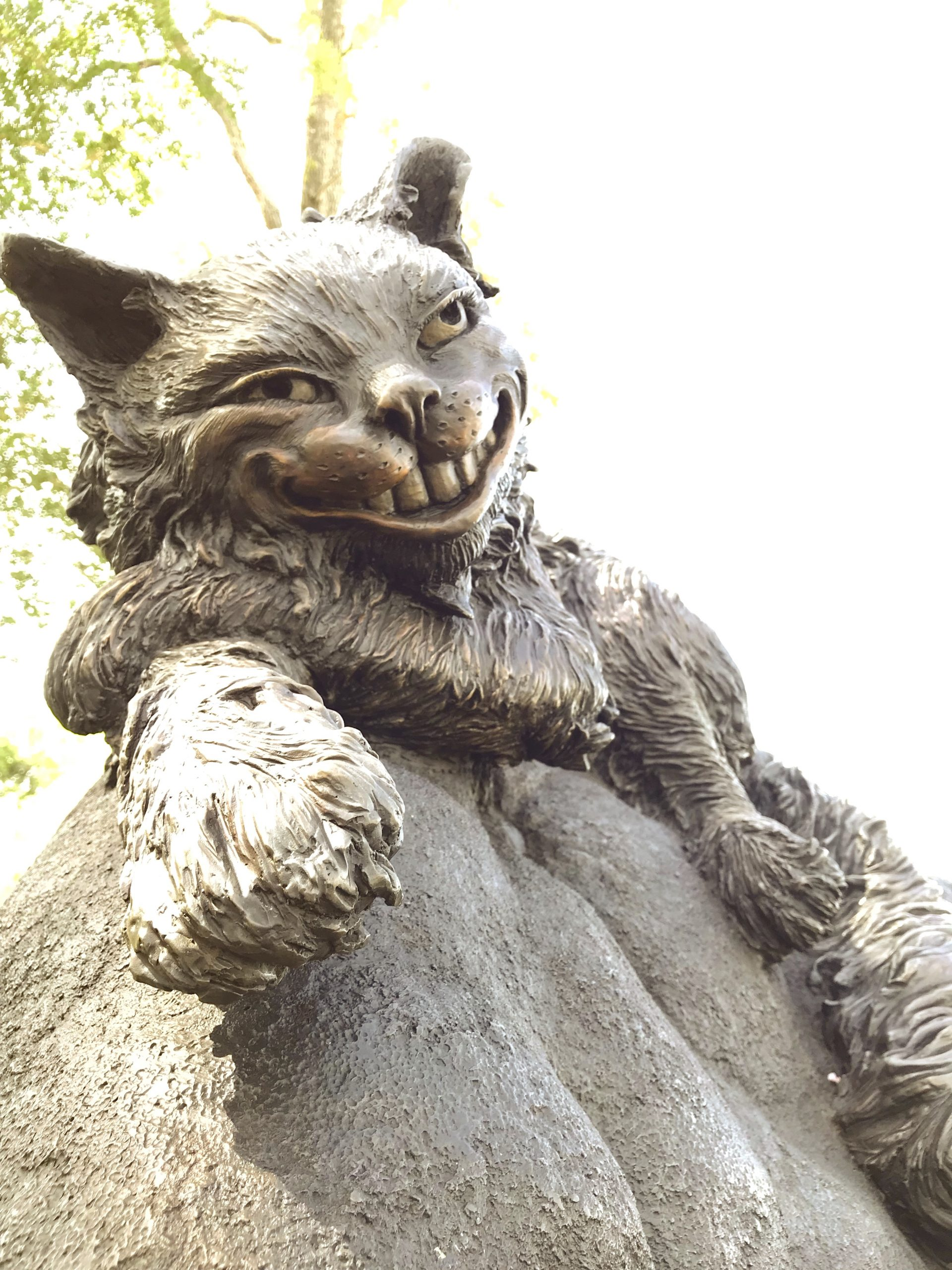 Cheshire cat in Wonderland by Houston, Texas sculptor Bridgette Mongeon