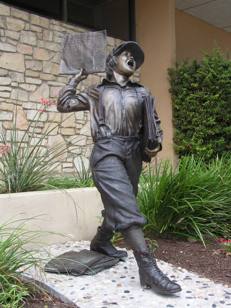 Bronze statue of newsboy by Bridgette Mongeon
