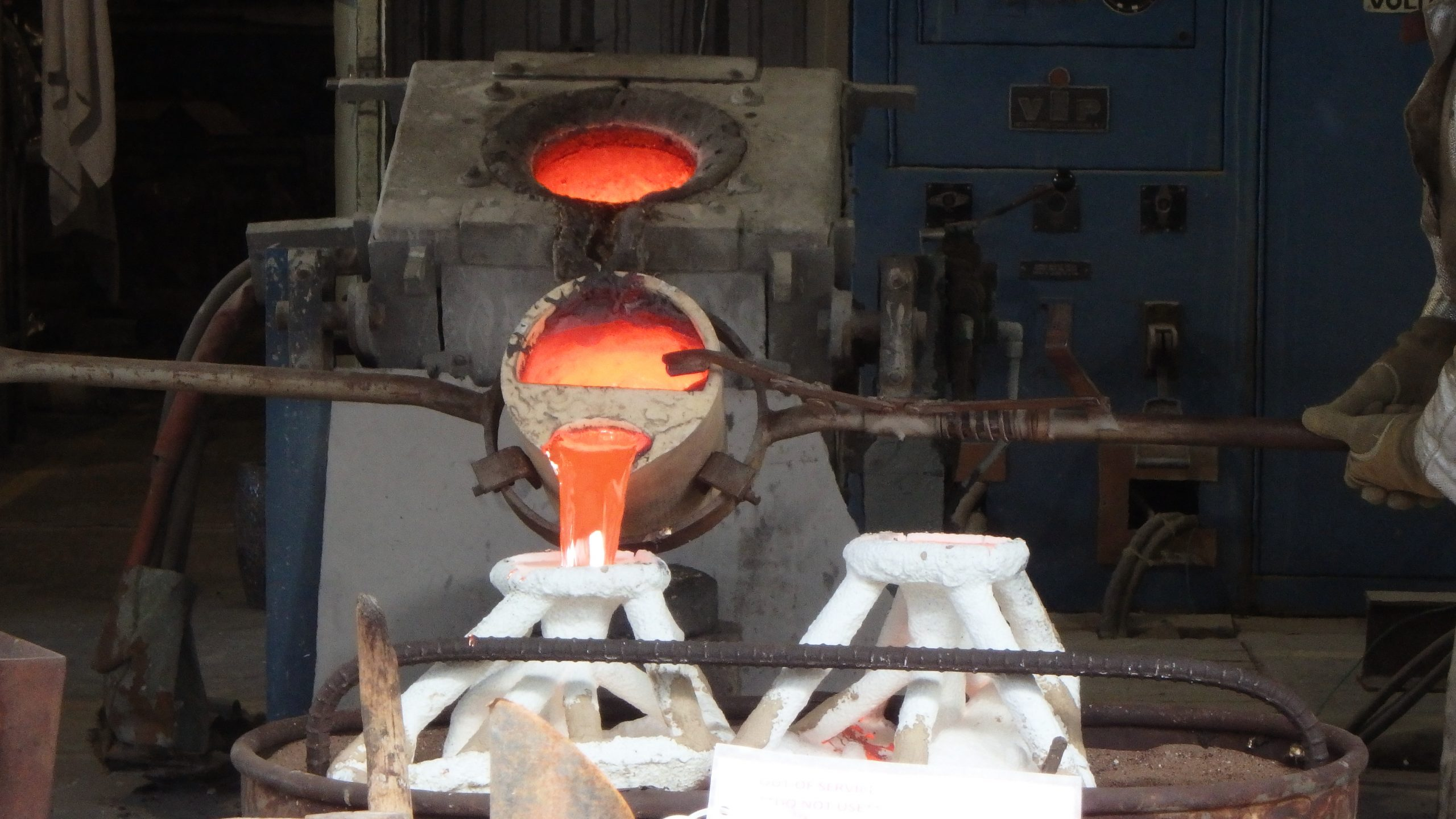 Making a bronze, and pouring the metal.