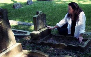 Houston, Texas Artist sculpts the deceased.